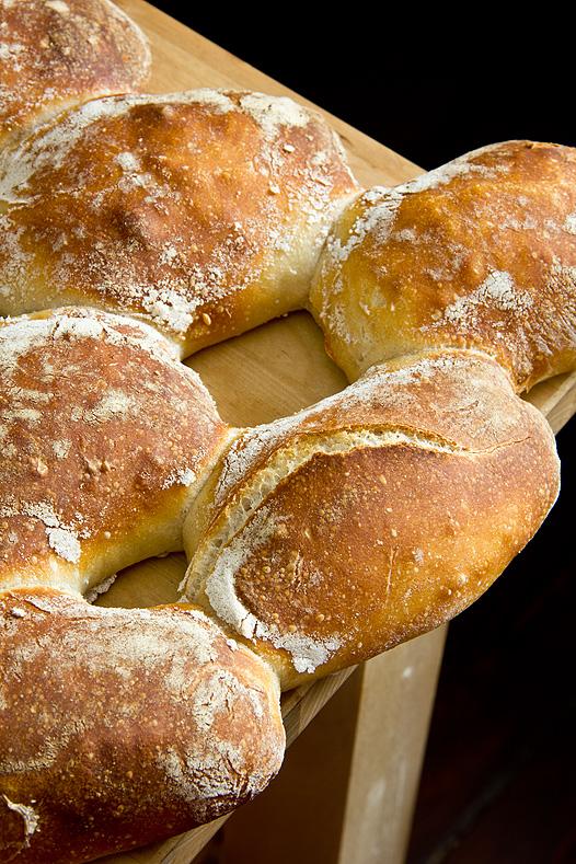 Brotfehler: Teiglinge zu dicht gelegt und zu lange Stückgare.
